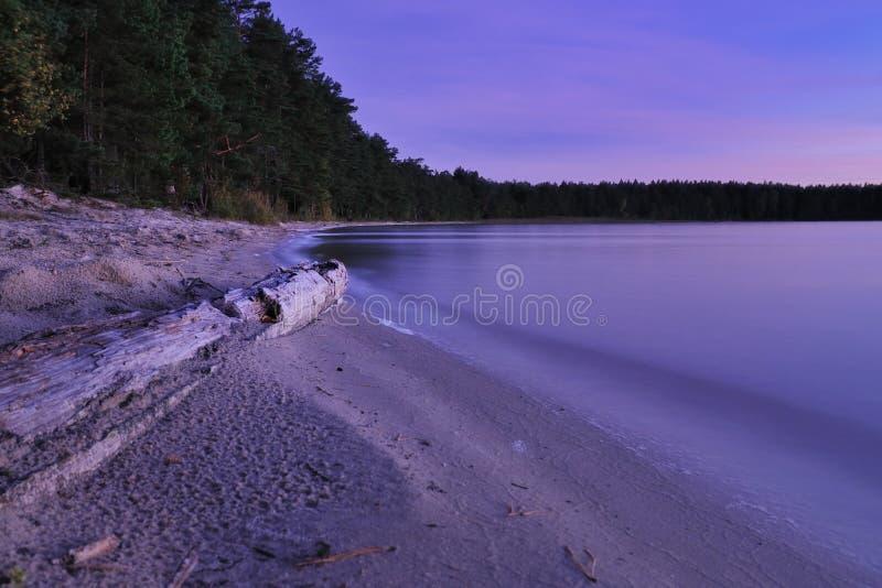 Het meer van de schemering royalty-vrije stock foto