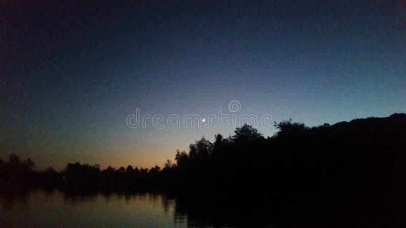 Het meer van de schemering stock afbeeldingen