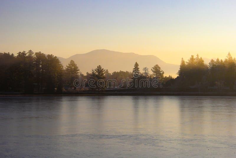 Het meer van de spiegel stock fotografie