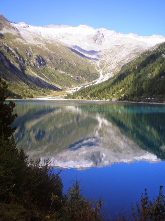 Het meer van de spiegel stock afbeeldingen