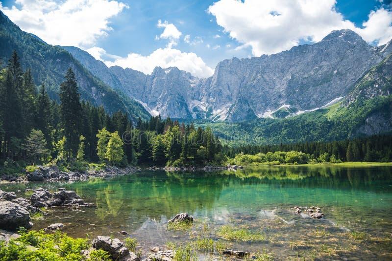 Het meer van de de zomerberg royalty-vrije stock foto's