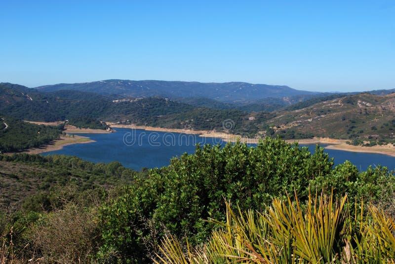 Het meer van Guadarranque, Andalusia, Spanje. stock afbeeldingen