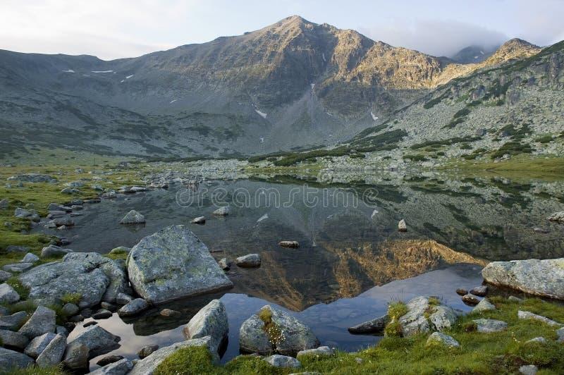 Het meer van het Ijs van de berg stock afbeelding