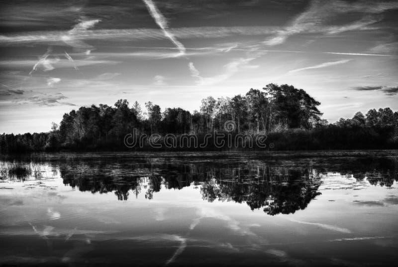 Het meer van het land stock foto's