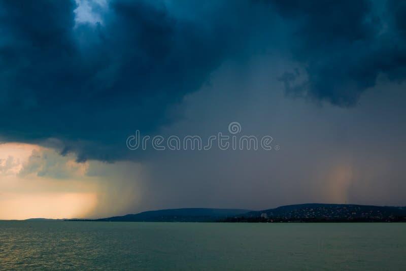 Het meer van het onweer stock foto