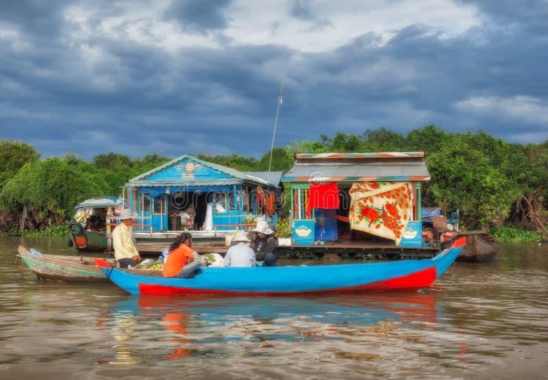 Het Meer van het Tonlesap in Siem oogst Het drijven Markt stock afbeelding