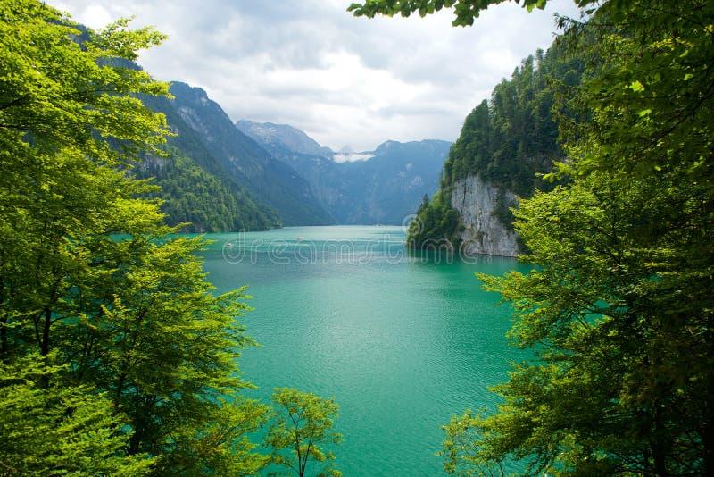 Het meer van Konigsseekoenigssee in Berchtesgaden Beieren Duitsland royalty-vrije stock afbeelding