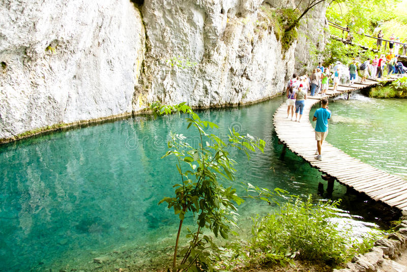 Het meer van Plitvicka, houten weg. Kroatië stock afbeelding