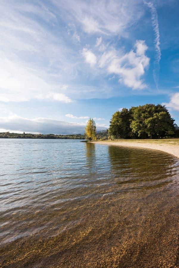 Het meer van Ullibarrigamboa in Alava, Baskisch land, Spanje royalty-vrije stock fotografie