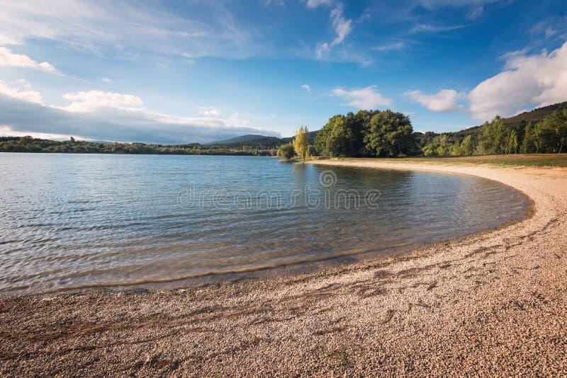 Het meer van Ullibarrigamboa in Alava, Baskisch land, Spanje royalty-vrije stock afbeeldingen