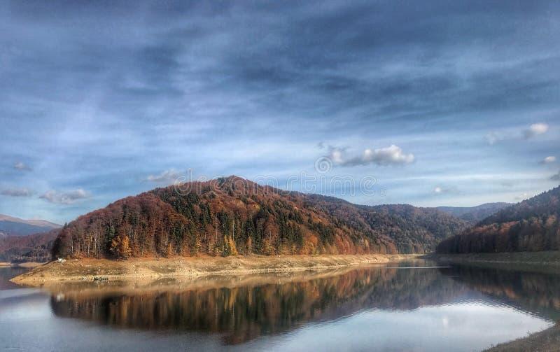Het meer van Vidraru stock fotografie