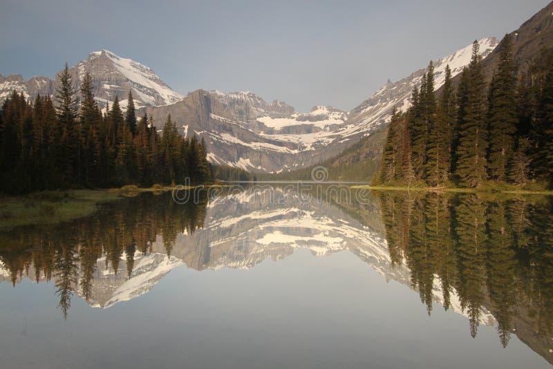 Het meerbezinning van de berg stock foto's