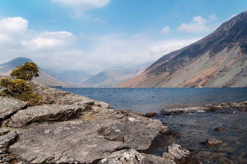 Het meerlandschap van de berg stock fotografie