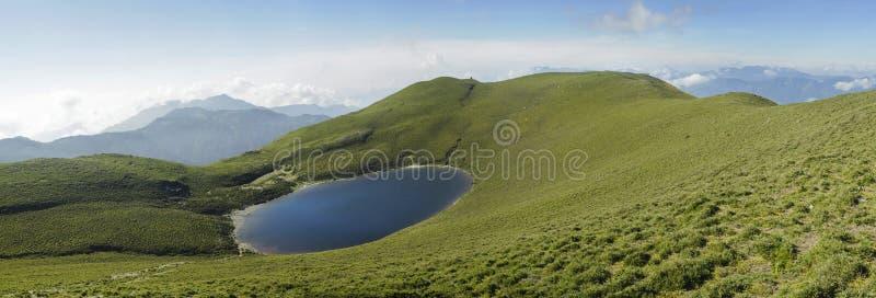 Het meerlandschap van het panorama. royalty-vrije stock afbeelding