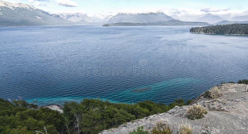 Het meerwind van de Cristal blauwe berg stock foto