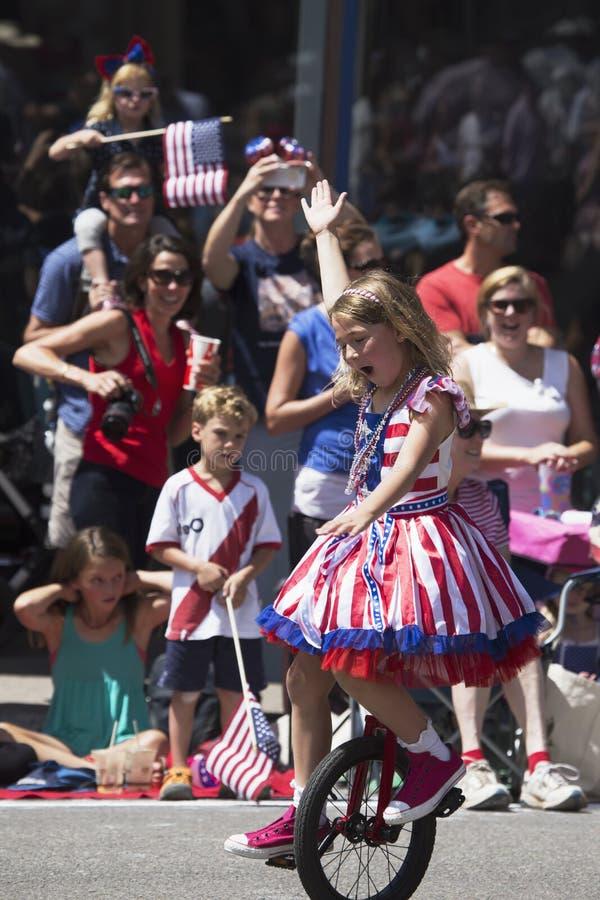 Het meisje berijdt unicycle in 4 Juli, de Parade van de Onafhankelijkheidsdag, Telluride, Colorado, de V.S. stock afbeeldingen