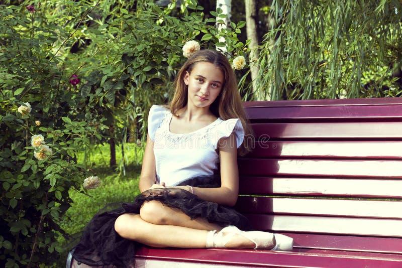 Het meisje is bezig geweest met een ballet stock foto