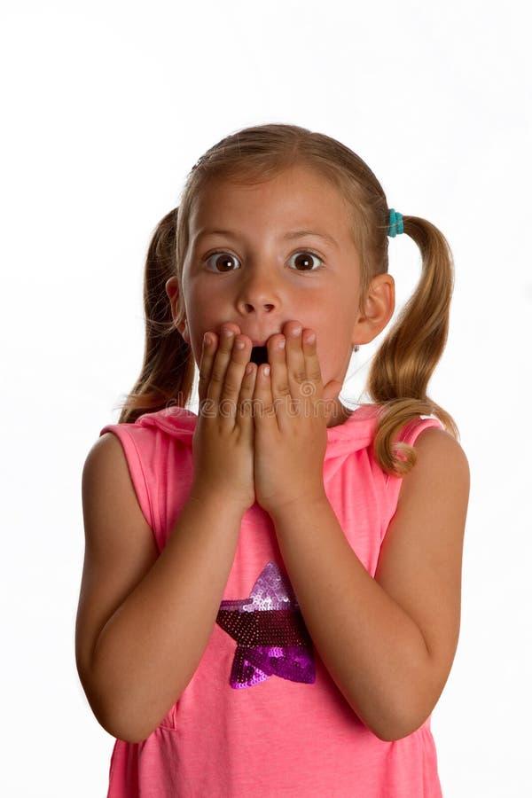 Het meisje dat haar houdt overhandigt haar mond stock afbeeldingen