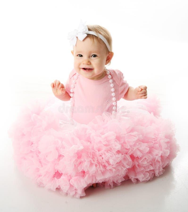 Het meisje dat van de baby pettiskirt tutu en parels draagt royalty-vrije stock afbeeldingen