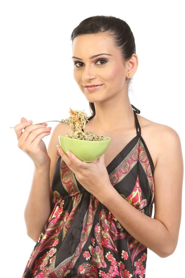 Het meisje dat van de tiener Noedels eet royalty-vrije stock fotografie