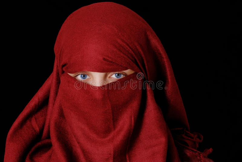 Het meisje dat van Slamic hijab draagt stock fotografie