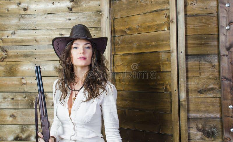 Het meisje de cowboy met een kanon stock afbeelding