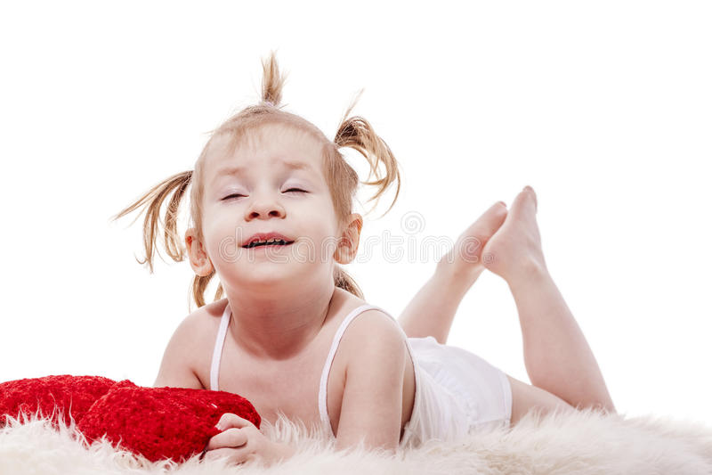 Het meisje die van de peuter in bed liggen royalty-vrije stock afbeeldingen