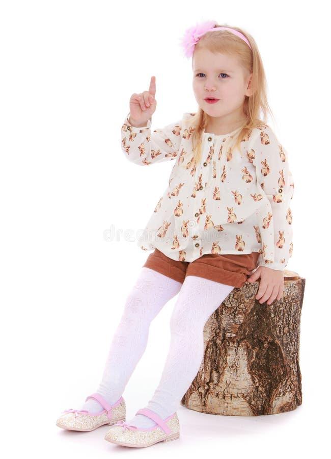 Het meisje dreigt met een vinger royalty-vrije stock foto