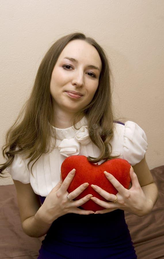 het meisje drukt hart royalty-vrije stock foto