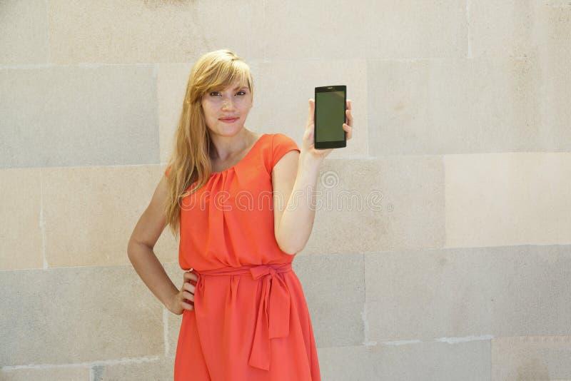 Het meisje in een kleding royalty-vrije stock fotografie