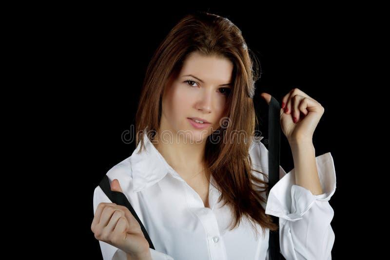 Het meisje in een wit overhemd en steunen stock foto's