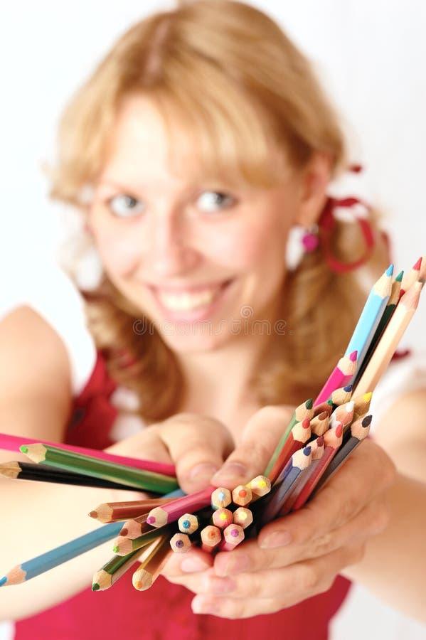 Het meisje en de potloden stock afbeelding