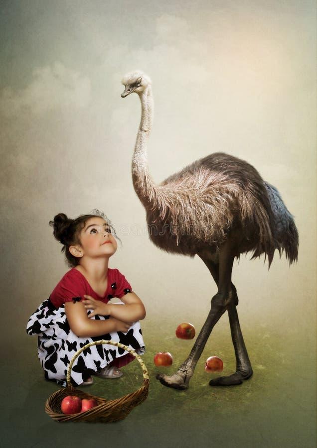 Het meisje en de struisvogel stock afbeelding