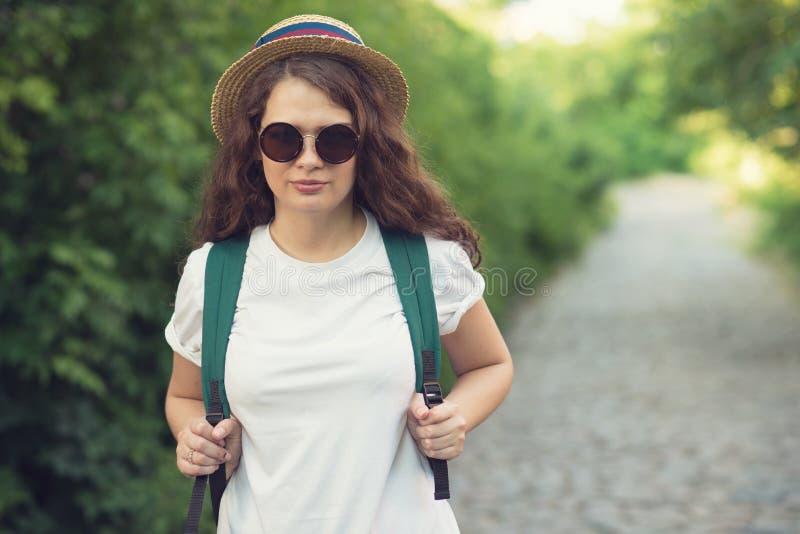 Het meisje heeft reis stock foto's