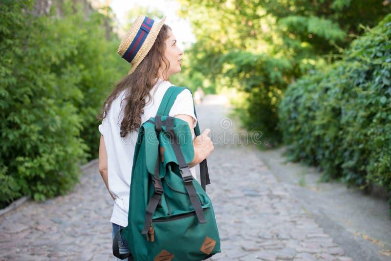 Het meisje heeft reis stock afbeeldingen