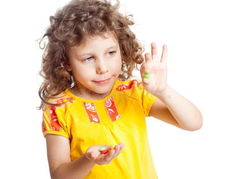 Het meisje houdt vitaminen stock afbeeldingen
