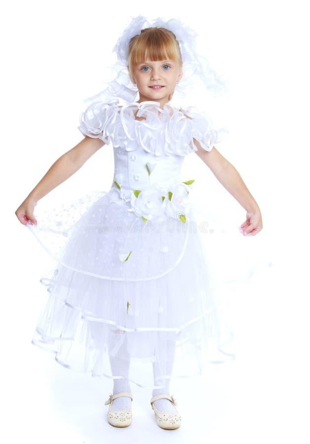 Het meisje kleedde zich als witte prinses stock afbeelding