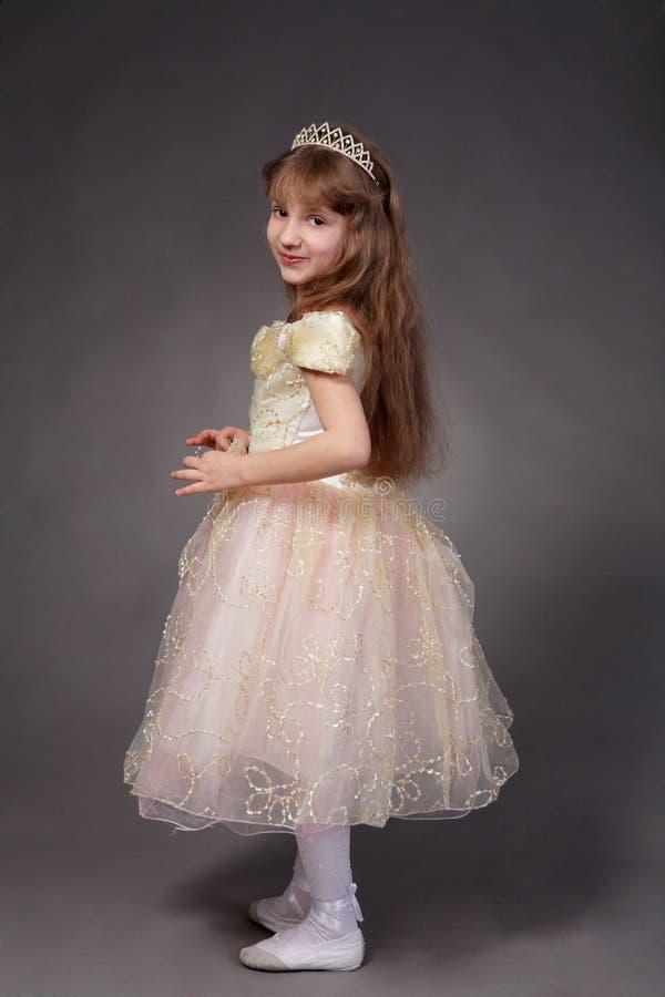 Het meisje kleedde zich omhoog als prinses royalty-vrije stock fotografie