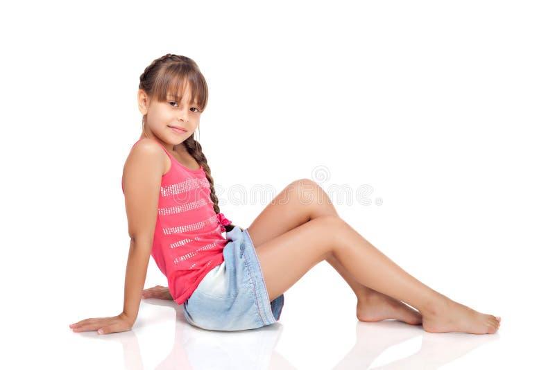 Het meisje ligt op een vloer royalty-vrije stock fotografie