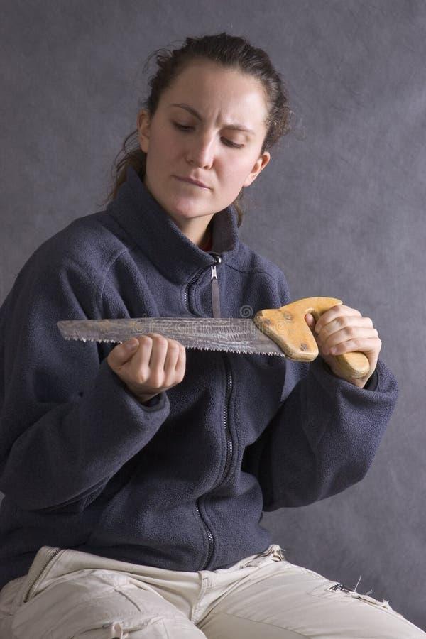 Het meisje maakt manicure door zaag stock foto's