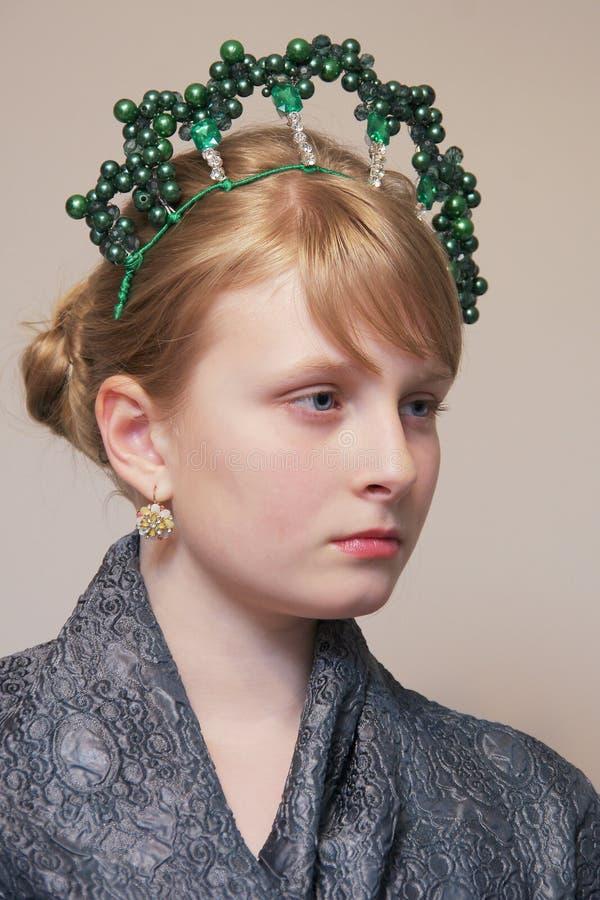 Het meisje met de kroon stock afbeeldingen