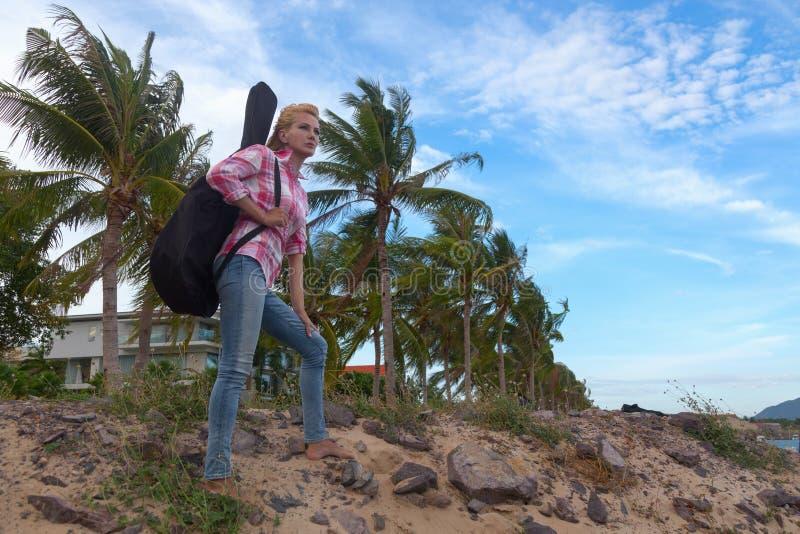 Het meisje met een gitaar stock foto