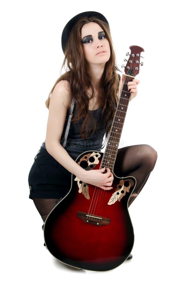 Het meisje met een gitaar - grunge stileer stock foto