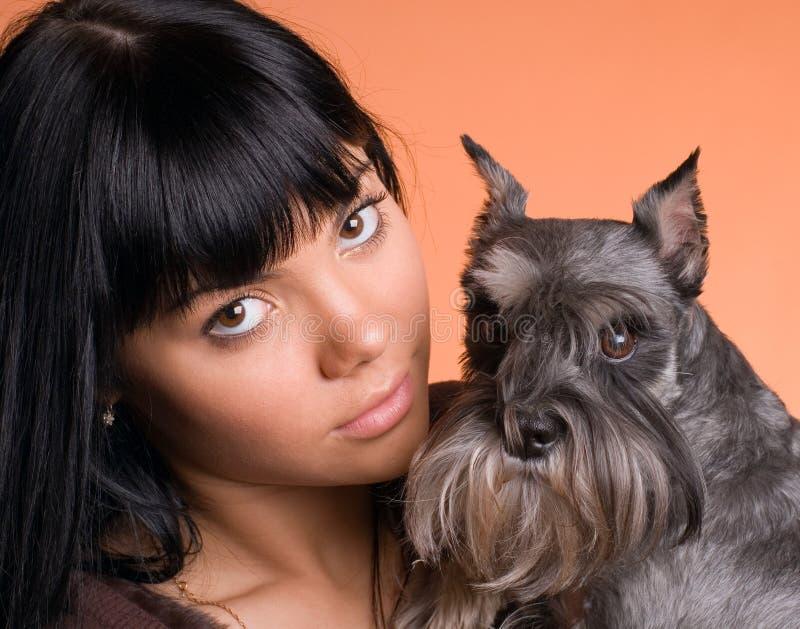 Het meisje met een hond royalty-vrije stock fotografie