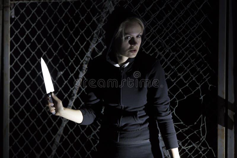 Het meisje met een mes royalty-vrije stock foto's