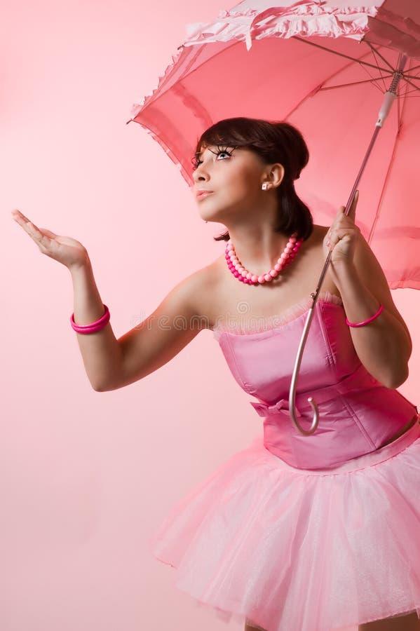 Het meisje met een paraplu royalty-vrije stock afbeelding