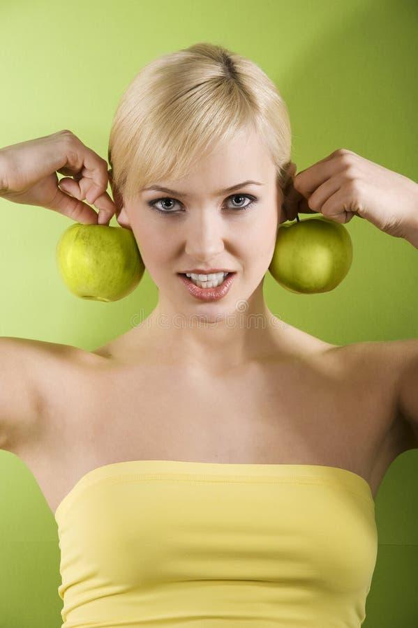 Het meisje met groene appel royalty-vrije stock foto