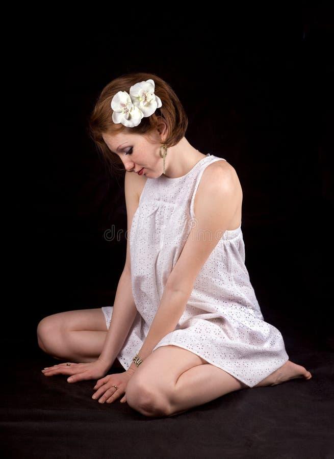 Het meisje met ornamenten stock afbeeldingen