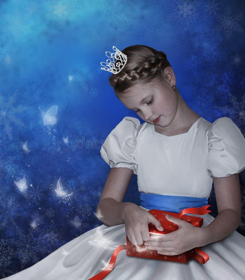 Het meisje opent een doos met gift royalty-vrije illustratie
