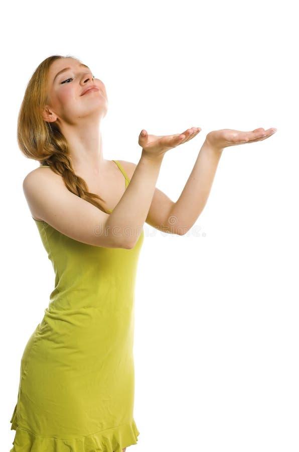 Het meisje rekt handen uit stock afbeelding